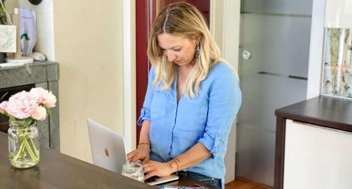 Arbeiten von Zuhause - die moderne Hausfrau, geht das?