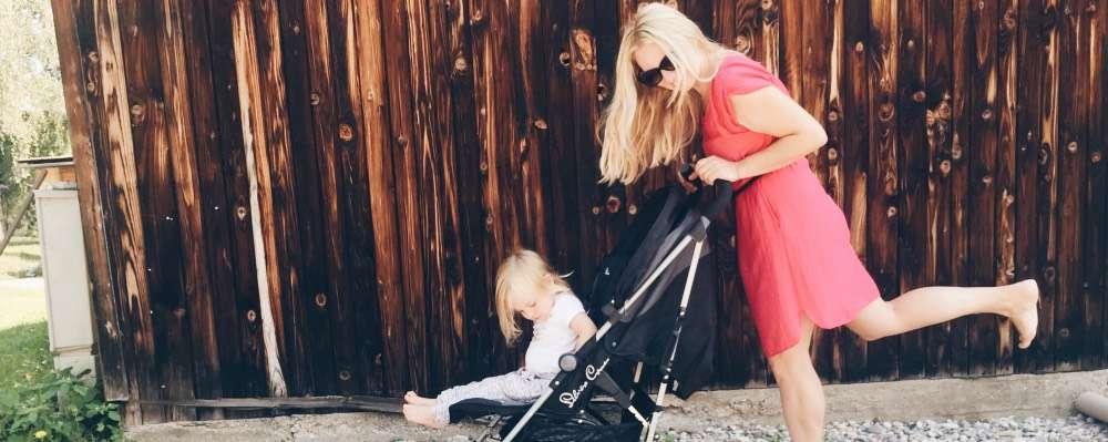 mamablog mamawahnsinnhochdrei: Mama Verena mit Ihrem Kind im Kinderwagen Buggy beim Spazieren - Verenas Erfahrungsbericht