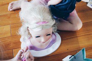 Geschenk-Ideen zum 3. Geburtstag Mädchen: Besonders beliebt in diesem Alter ist ein Puppenkopf