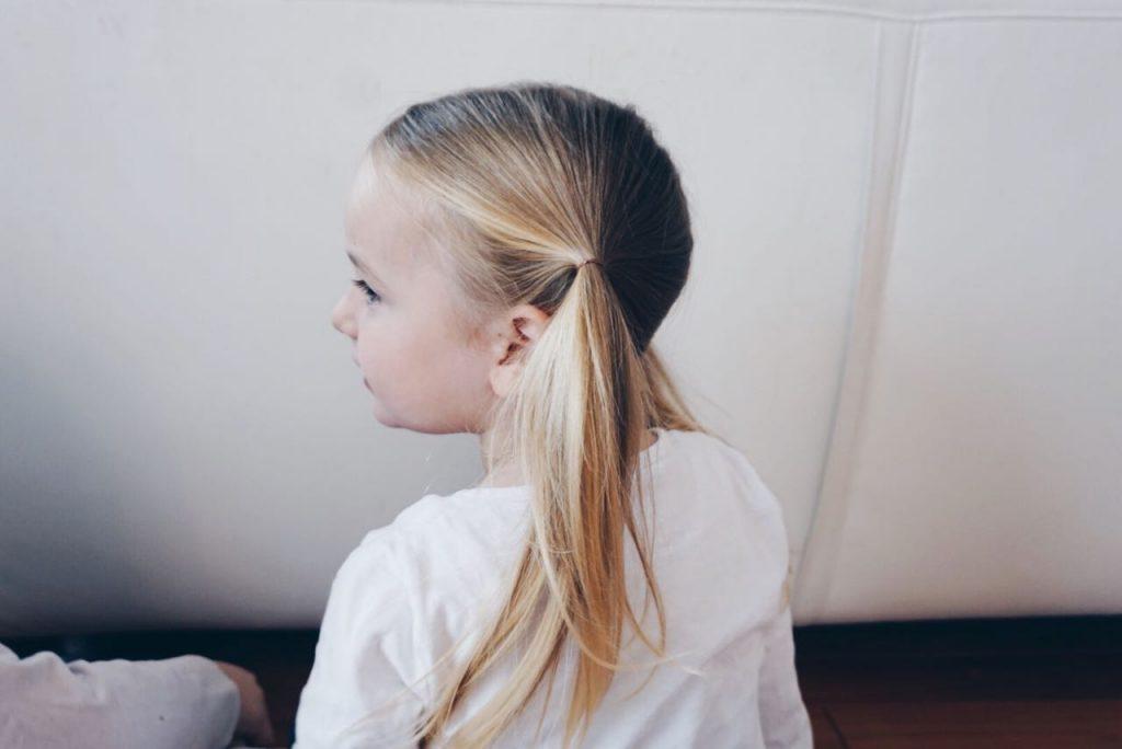Schnelle Mädchen Frisuren: Pip Zöpfe an den Seiten für lange Haare