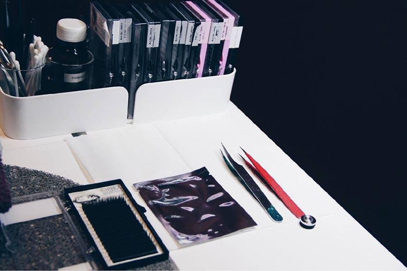 Beauty Schwangerschafts Tools: So erhält man die perfekten Wimpern und Augenbraun, um auch während der Schwangerschaft tip top gepflegt zu sein