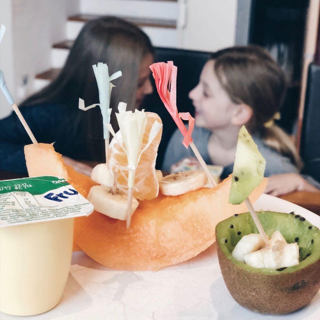 Jause Ideen: Obstjause FruchtZwerge schön dekoriert MamaWahnsinn