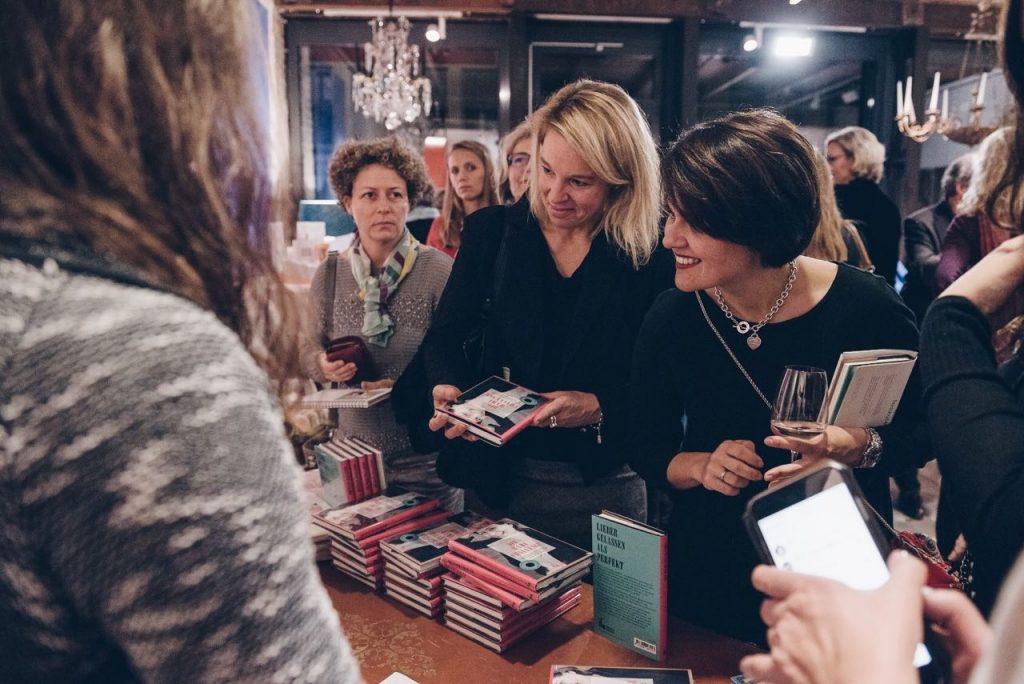 Großer Andrang bei der Buchpräsentation von Mama Coach Katharina Hofer-Schillen