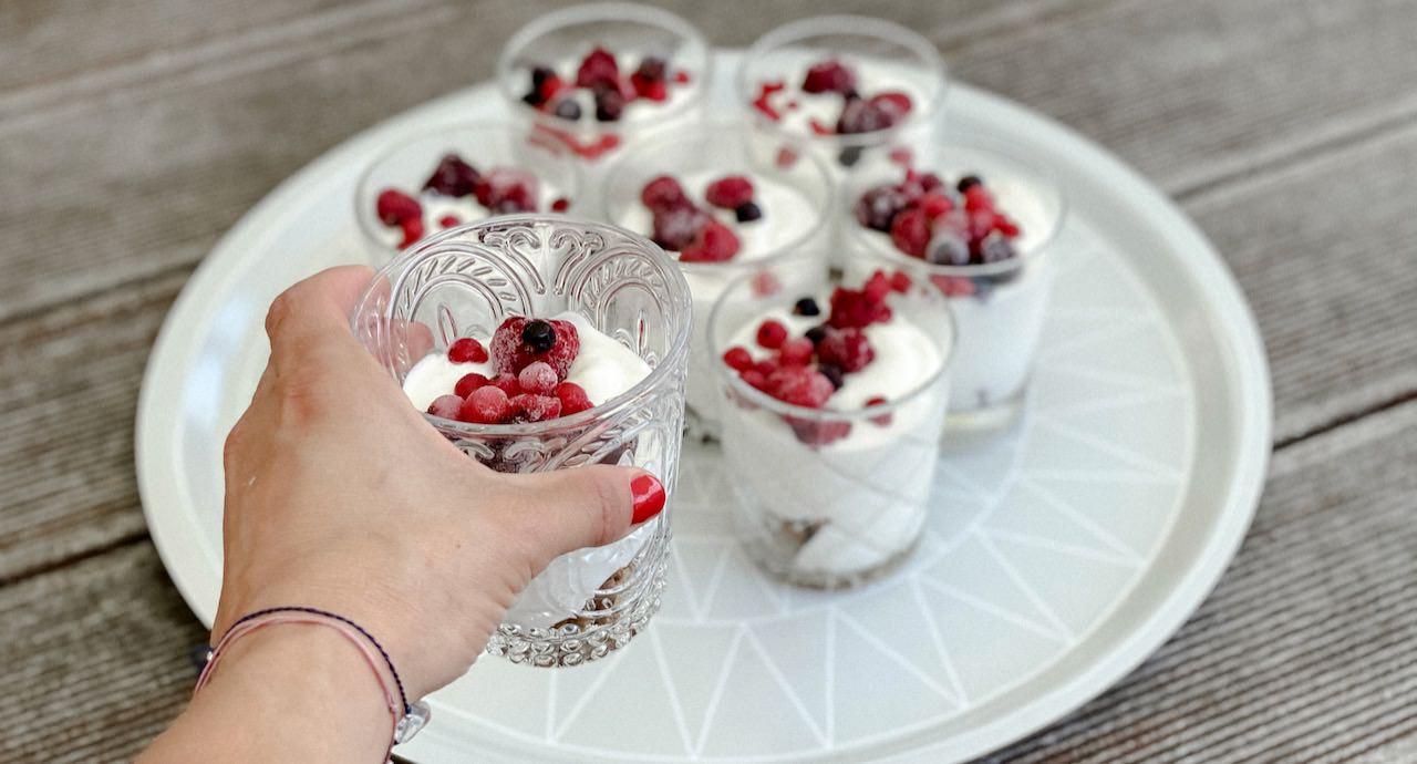 leichte Joghurtcreme mit Beeren MamaWahnsinnHochVier MamaWahnsinn