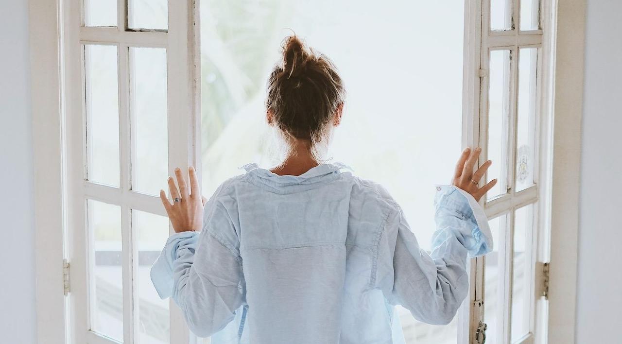 Schnelle Morgenroutinen, die den Tag erfolgreicher werden lassen, schnelles Yoga reicht
