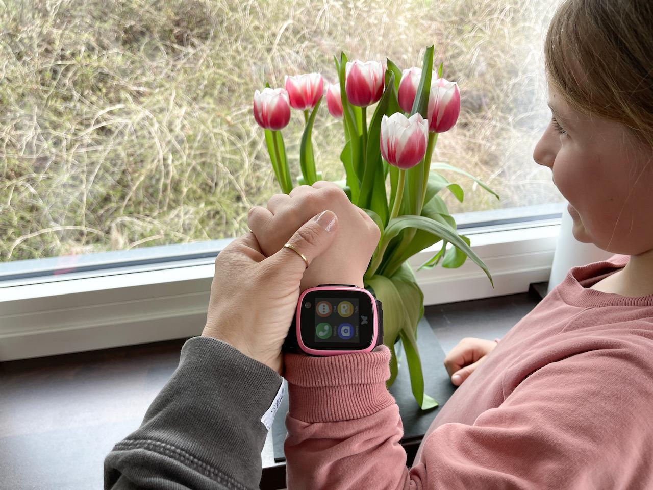 Happy mit der neuen Smartwatch