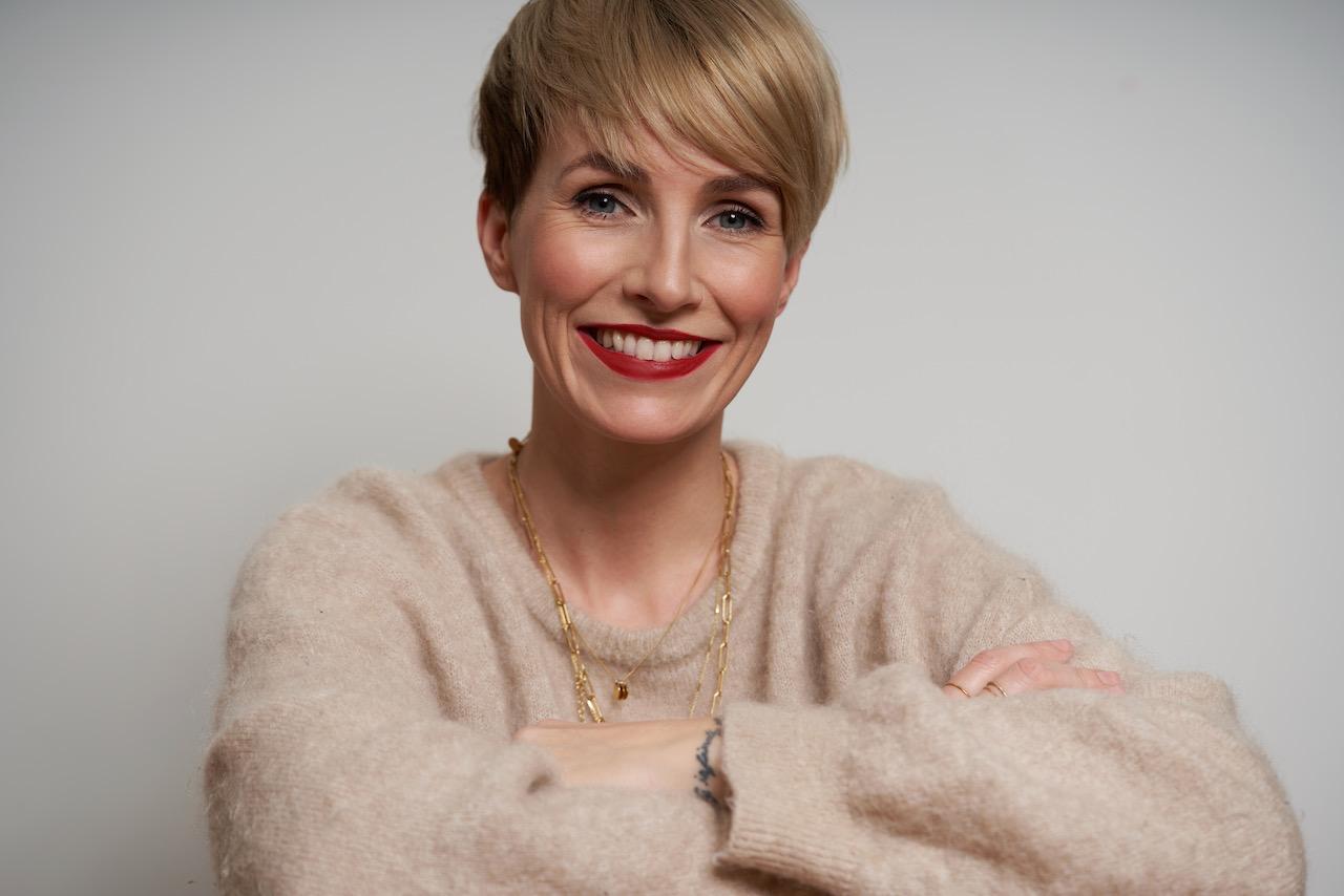 Miriam Jacks - die Erfolgsunternehmerin verrät uns, wie wir uns jünger schminken können.