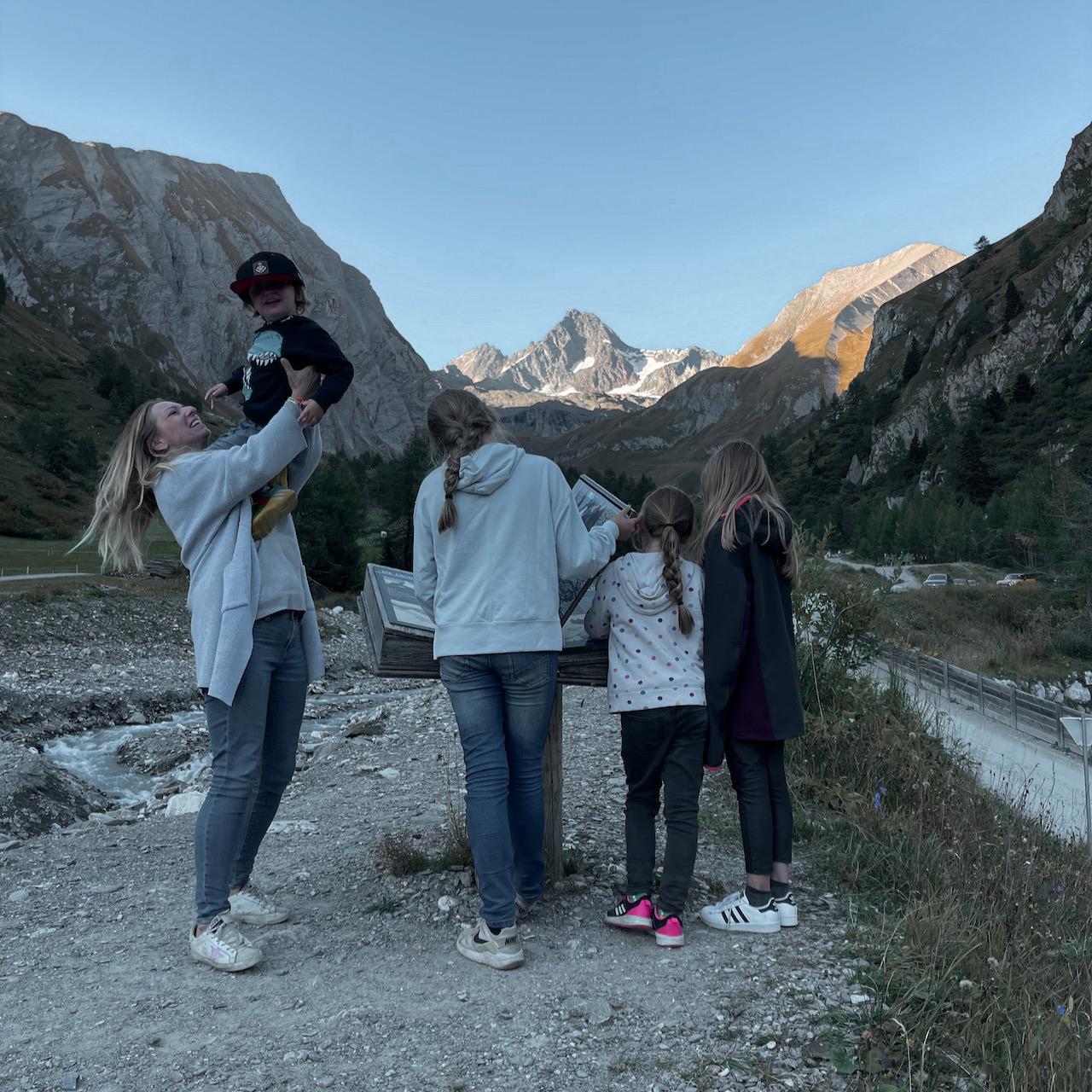 Familienurlaub in Osttirol - Verena mit den vier Kindern