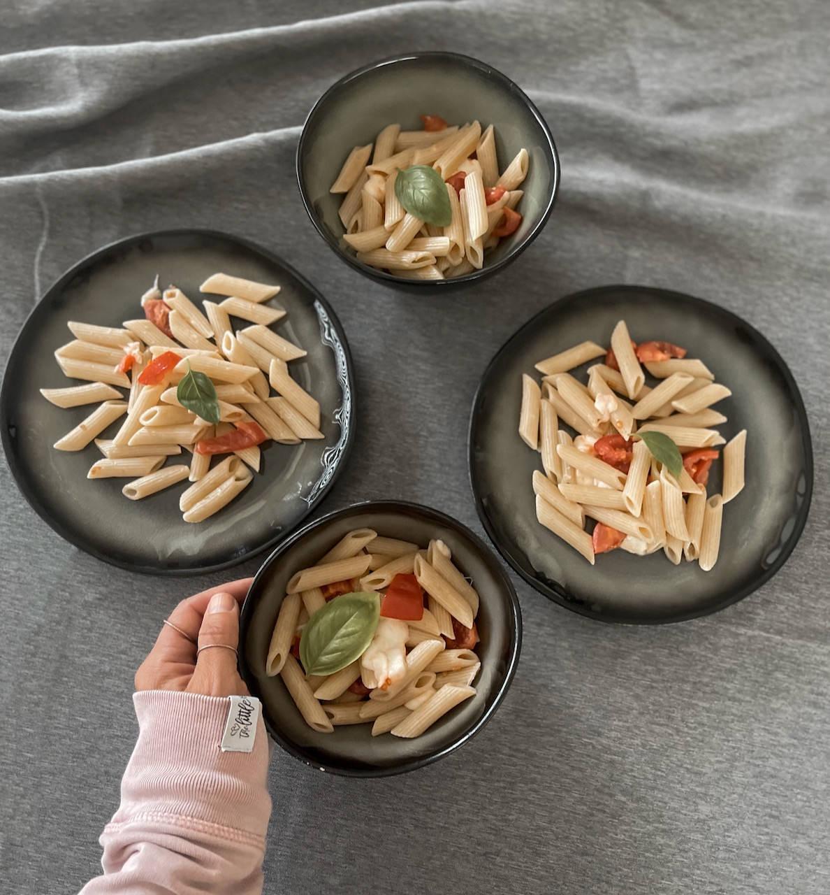 Wir lieben sie: Das schnelle Gericht für Kinder, rasche Tomaten Mozzarella Nudeln!